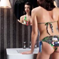 hinterland_model_bikini